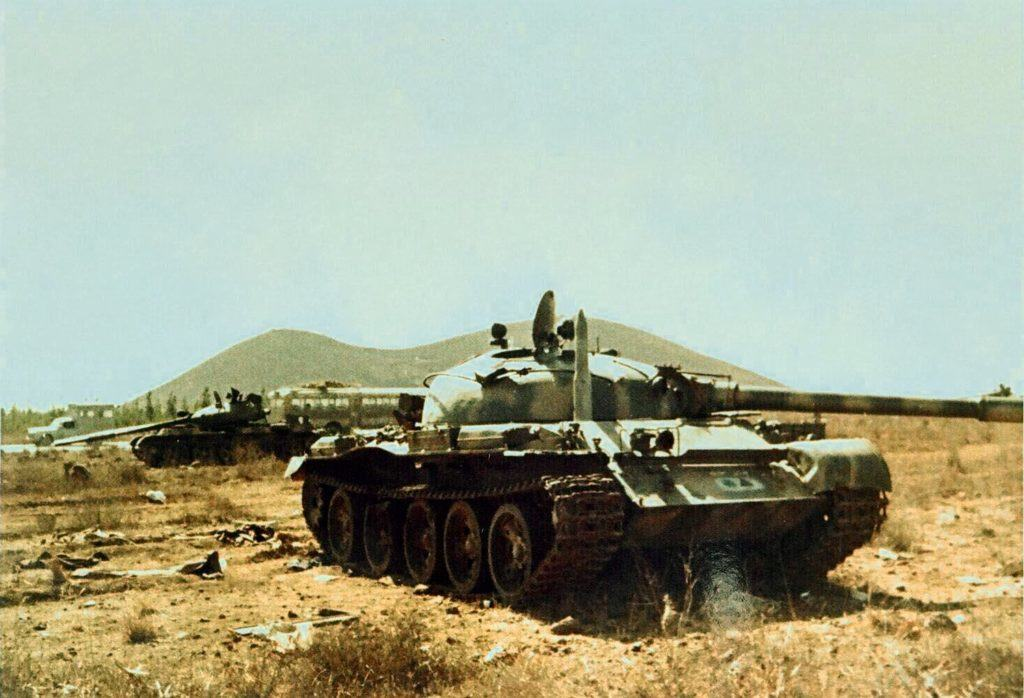 syrian-troops-abandoned-their-t-62-tanks-in-the-middle-of-the-fighting