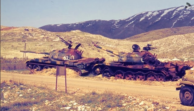 two-destroyed-t-62-tanks